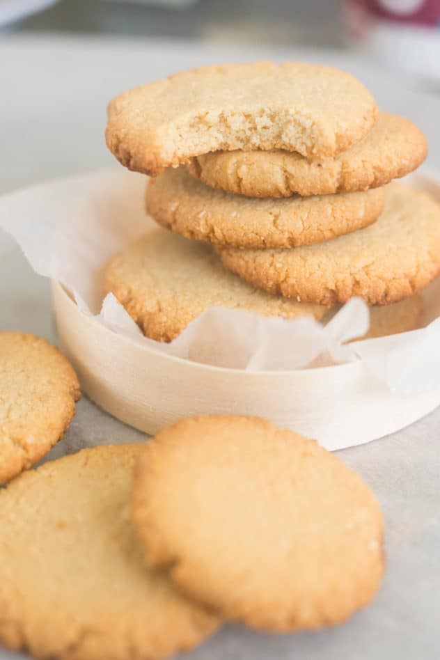 keto shortbread cookies, keto shortbread, keto shortbread recipe, keto shortbread cookies almond flour, almond flour shortbread cookies, low carb shortbread cookies, low carb shortbread cookies recipe, gluten free shortbread cookies