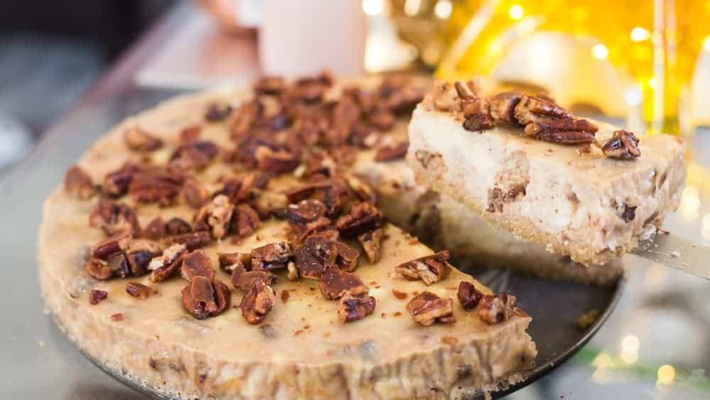 keto pecan cheesecake, keto pecan pie cheesecake, keto butter pecan cheesecake, keto cheesecake with candied pecans, low carb pecan cheesecake, low carb pecan pie cheesecake,