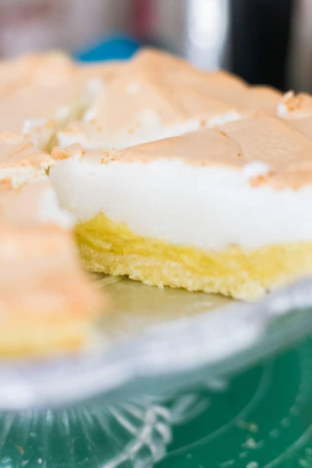 keto lemon meringue pie, keto lemon meringue pie recipe, keto lemon meringue, low carb lemon meringue pie, low carb lemon meringue pie recipe, keto pie crust, keto pie crust coconut flour, low carb pie crust, low carb pie crust coconut flour, sugar free lemon meringue pie