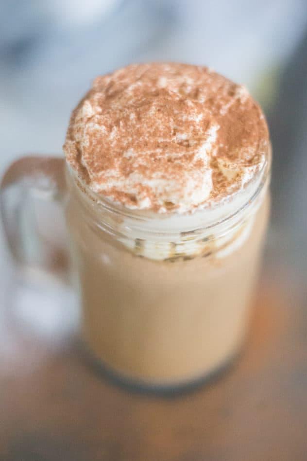 keto cinnamon roll latte, keto cinnamon rolls, keto cinnamon bun latte, keto latte at home, almond milk latte at home, almond milk latte recipe, low carb cinnamon roll latte, keto latte recipe, low carb latte recipe, low carb latte, keto almond milk latte