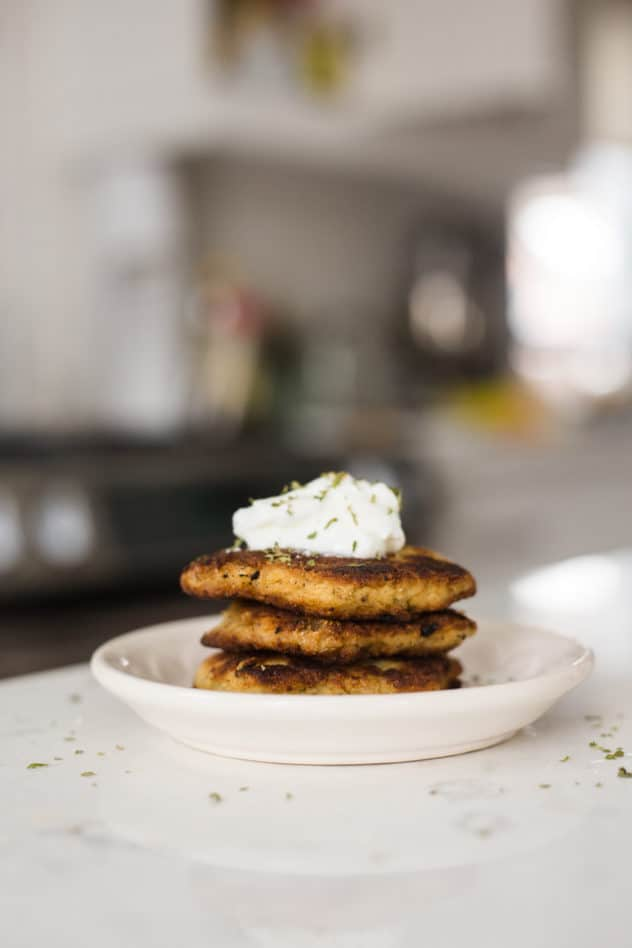 cauliflower latkes, keto cauliflower latkes, keto latkes, low carb cauliflower latkes, low carb latkes recipe, low carb latkes, latkes keto, latkes made with cauliflower, keto latkes recipe