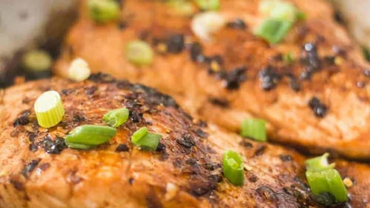 keto sesame salmon, sesame salmon recipe, salmon with sesame oil, sesame oil salmon, keto sesame ginger salmon, low carb sesame salmon, keto salmon recipe, low carb salmon recipe