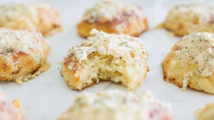 keto cheddar biscuits, keto cheddar bay biscuits, keto cheddar bay biscuit recipe, keto buttermilk biscuits, keto cheese biscuits, low carb cheddar biscuits, low carb cheese biscuits, low carb cheddar bay biscuits, red lobster cheddar biscuits, keto red lobster biscuits, keto biscuits, keto biscuit recipe