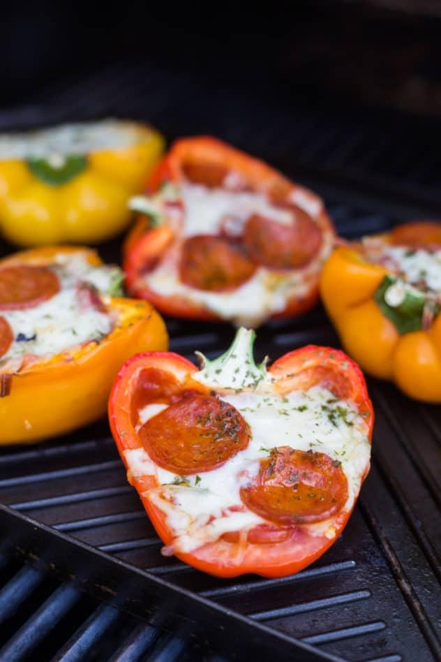 keto pizza stuffed peppers, keto stuffed peppers, keto stuffed bell peppers, pizza peppers, pizza stuffed peppers, pizza stuffed bell peppers, how to make keto stuffed peppers, low carb stuffed peppers,